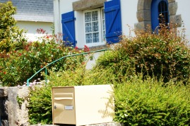 Postbox in Benodet
